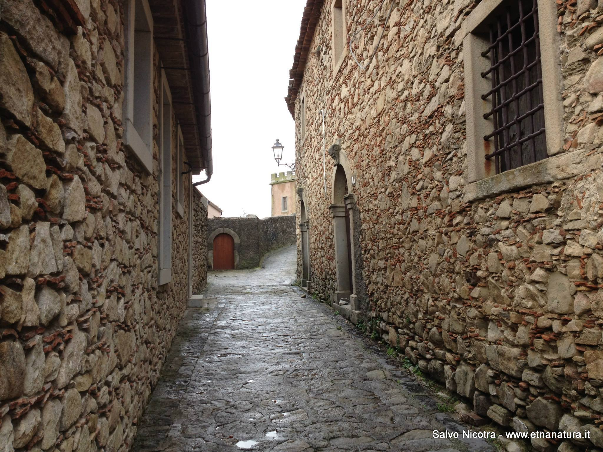 Castello_di_Montalbano