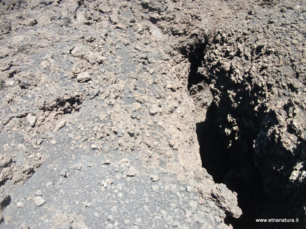 Grotta delle femmine di monte Nero