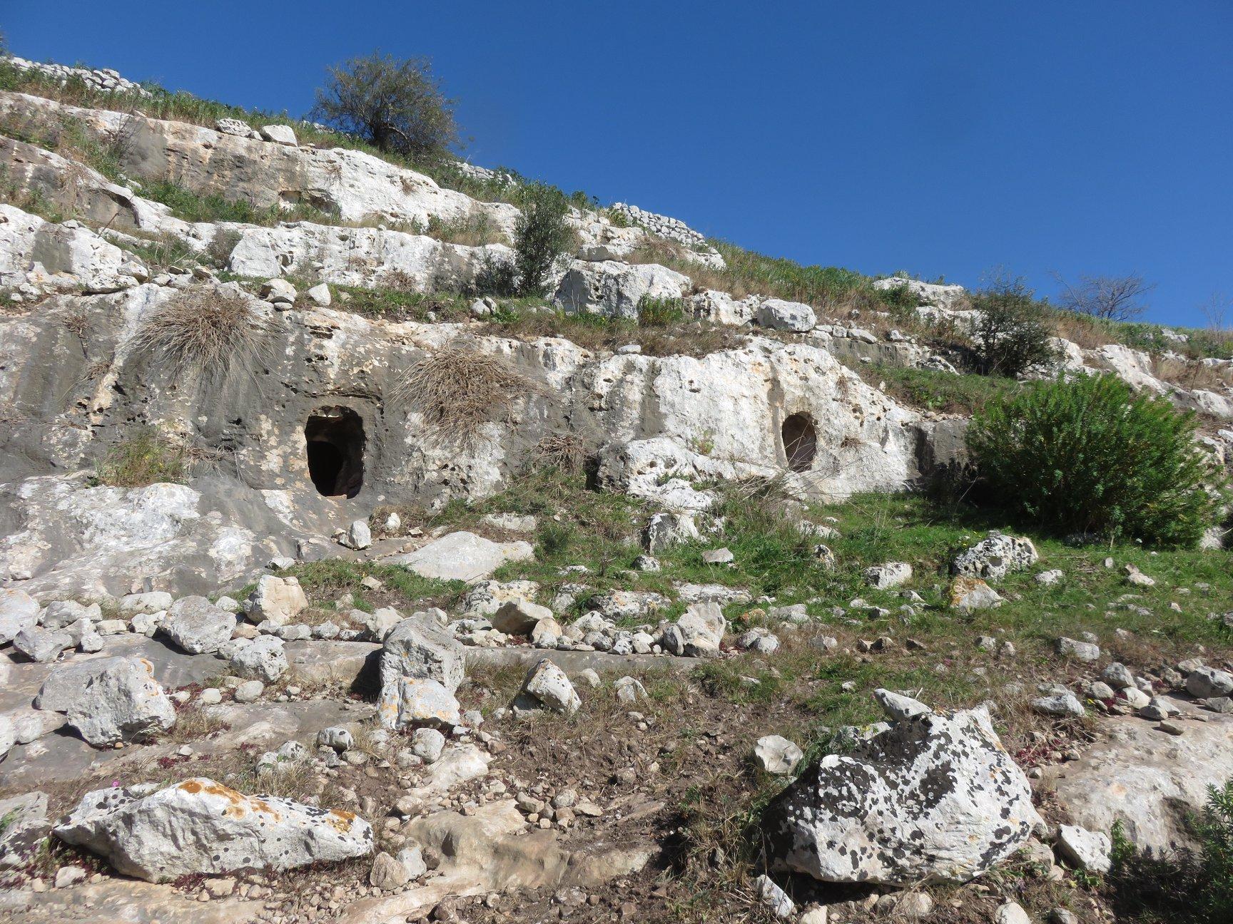 Necropoli cava Granati