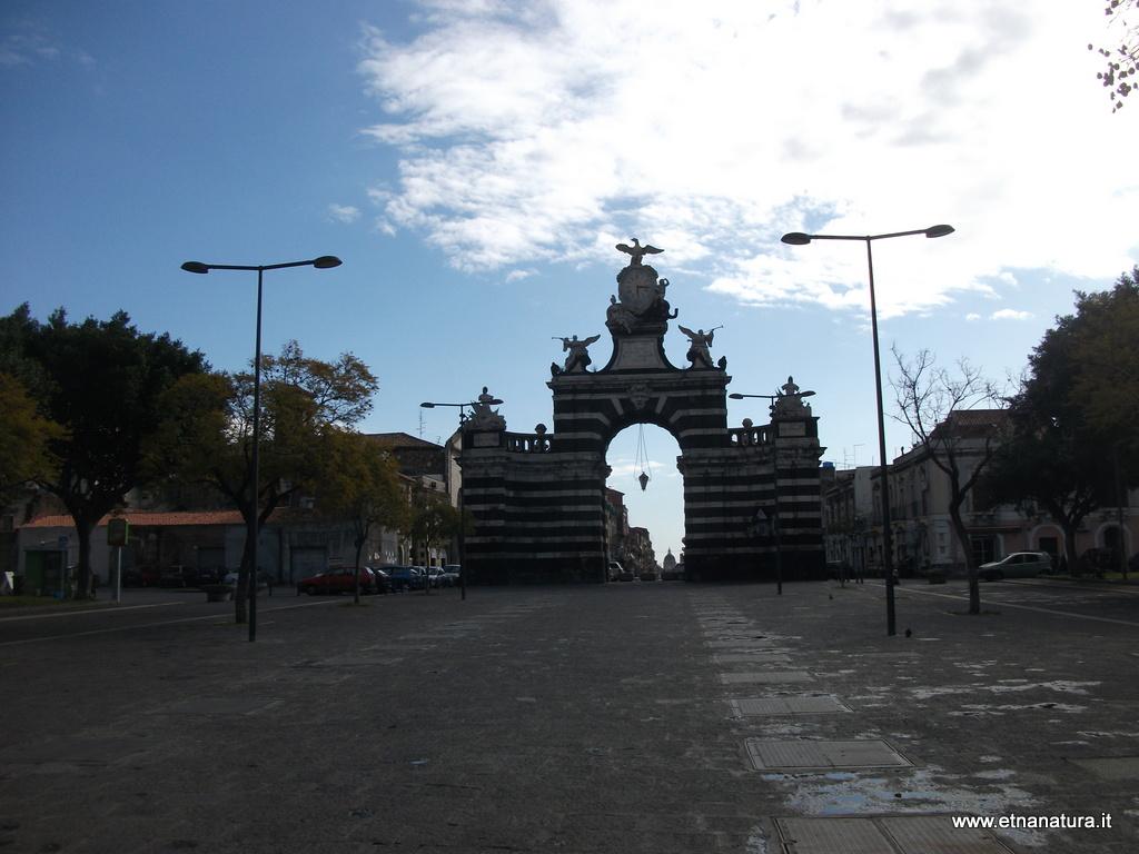 Porta_Garibaldi