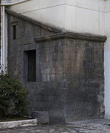 220px-Angolo_tomba_carmine1