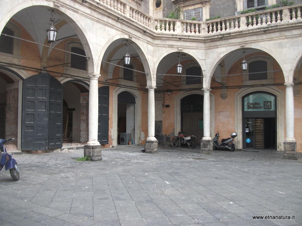 Colonne_romane_piazza_Mazzini_25-01-2009 05-36-57